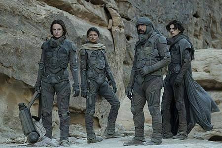 Rebecca Furguson (l-r), Zendaya, Javier Bardem und Timothée Chalamet gehören zur hochkarätigen Besetzung von «Dune». Foto: Chia Bella James/Warner Bros/dpa