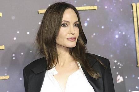 Angelina Jolie fühlt sich hinter der Kamera wohler. Foto: Vianney Le Caer/Invision/dpa