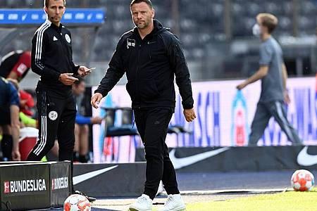 Herthas Cheftrainer Pal Dardai verlässt bei Spielende die Coaching-Zone. Foto: Soeren Stache/dpa-Zentralbild/dpa