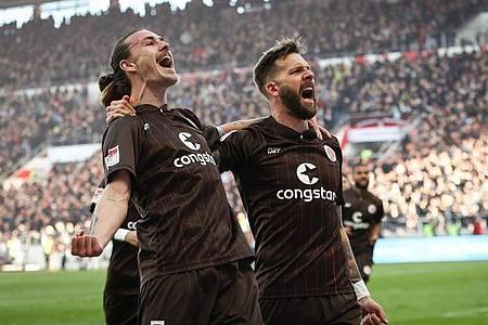 Der FC St. Pauli festigt seine Tabellenführung. Foto: Christian Charisius/dpa