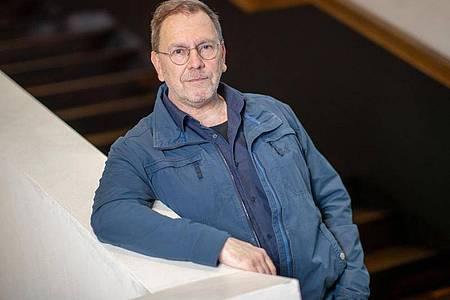 René Pollesch, Dramatiker und Theaterregisseur, arbeitet nun für die Volksbühne Berlin. Foto: Daniel Karmann/dpa