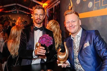 Show-König feiert mit Internet-Köng auf der Aftershowparty:Joko Winterscheidt und Jens «Knossi» Knossalla. Foto: Gerald Matzka/dpa