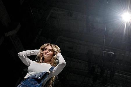 Leni Klum als Model in ihrer Show «Leni Klum x About You» im Rahmen der About You Fashion Week. Foto: Britta Pedersen/dpa