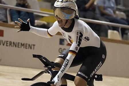 Holt WM-Gold in der Einerverfolgung: Lisa Brennauer. Foto: Thibault Camus/AP/dpa/Archivbild