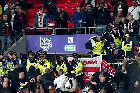 Ungarische Fans fielen in London erneut unangenehm auf. Foto: Nick Potts/PA Wire/dpa