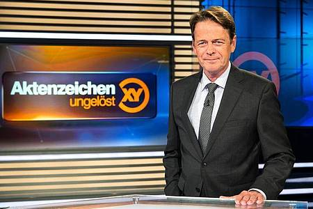 Rudi Cerne im Studio der Sendung «Aktenzeichen XY ... ungelöst». Foto: Sina Schuldt/dpa