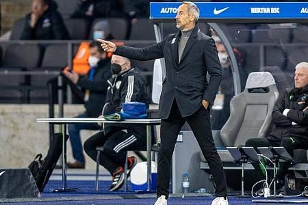 Ist unzufrieden mit der Leistung seines Teams: Adi Hütter von Borussia Mönchengladbach. Foto: Andreas Gora/dpa
