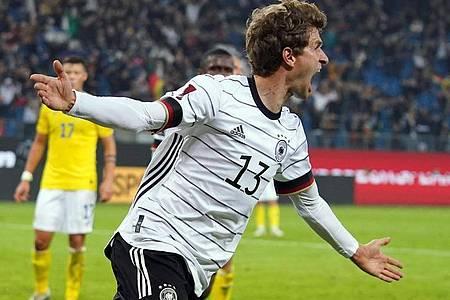 Funktioniert auch als Joker: Thomas Müller bejubelt sein Tor zum 2:1 gegen Rumänien. Foto: Marcus Brandt/dpa