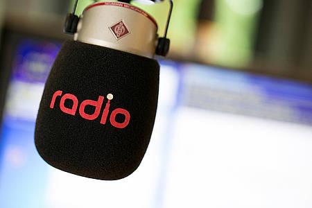 """Mikrofon mit dem Aufdruck """"Radio"""""""
