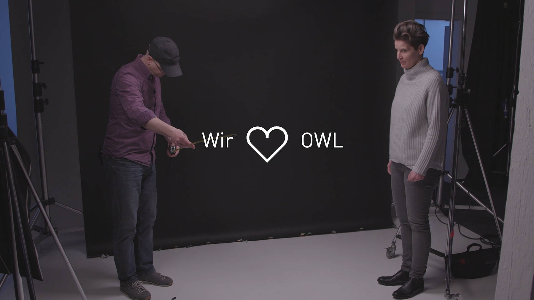 """Frank Terpoorten und Christina Huckle erklären die Inhalte aus der Videoserie """"Gute Aussichten""""."""